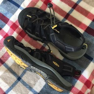 Keen closed toe water sandals hiking trail